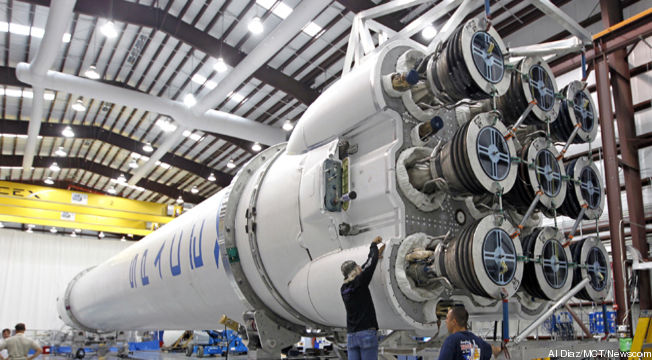 SpaceX-Falcon-9-cropped-proto-custom_28.jpg